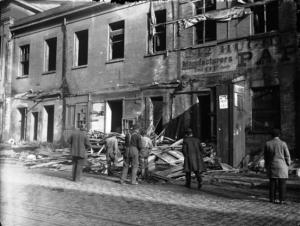 Demolishing Centre Street Market